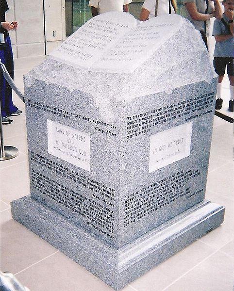 482px-Roy_Moore's_Ten_Commandments_monument